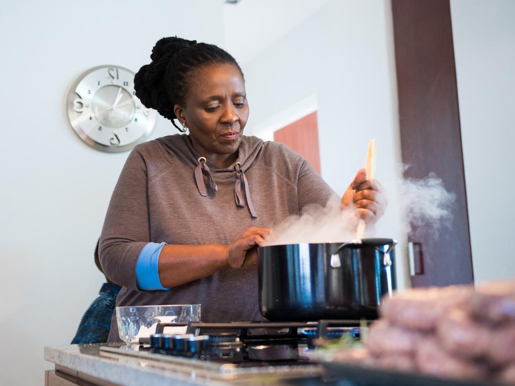 Perigo na cozinha: 3 descuidos que podem se transformar em grandes acidentes